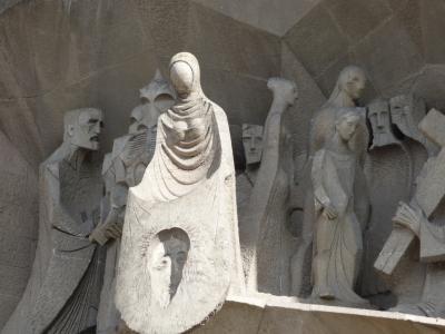 サグラダ・ファミリア建物外部の彫刻群。ガウディの設計は何処まで指定しているのだろうか。
