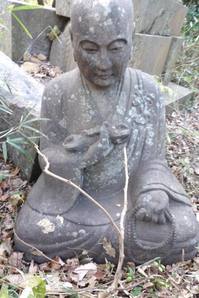 天園ハイキングコースの弘法大師坐像-2019年師走