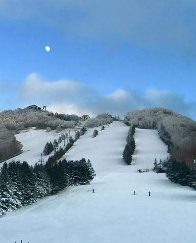 2019.12☆雪を待つ奥志賀高原の白い月とピンクのグラデーションの珍しい林檎☆ムーンルージュ('∀')