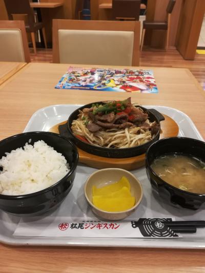 いきなりの飛行機遅延、、。でもお陰で松尾ジンギスカン食べれました(^^)