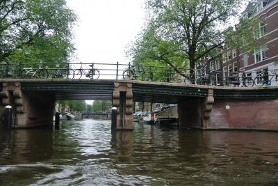 オランダ アムステルダム 定番の運河クルーズを楽しみました。