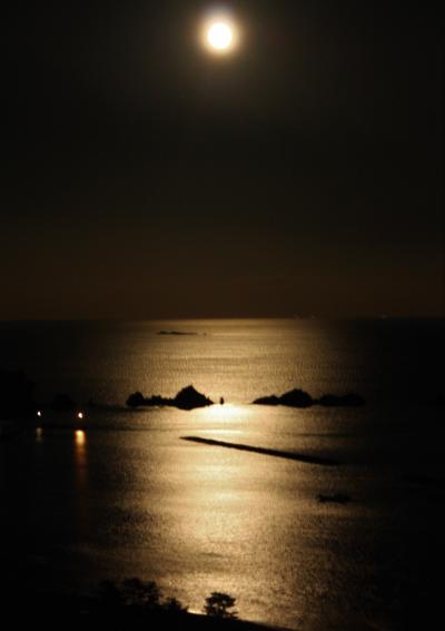 ホテル&リゾーツ和歌山串本に宿泊 橋杭岩と満月とビュッフェを楽しみ 夜はドールたちのファッションショー