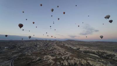 トルコの大地と気球
