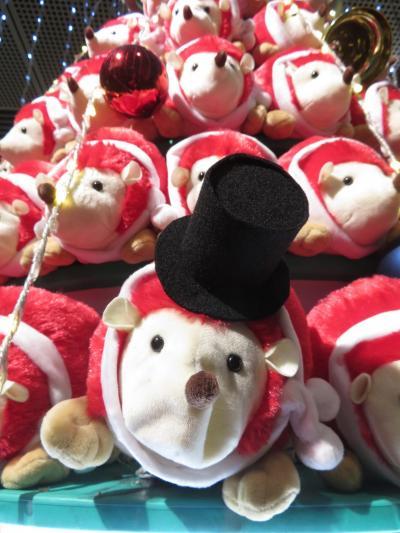 東京国際フォーラム恒例の干支クリスマスツリー(子年にちなんで紅白のハリネズミ)(キエフ・バレエ観劇の時のおまけ写真付き)