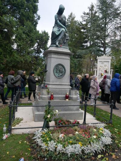 秋のウィーンで音楽三昧の旅 その2 偉大な音楽家の眠る中央墓地へ
