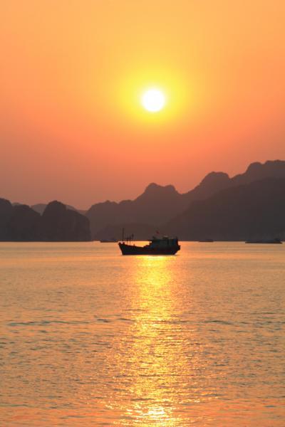 ベトナムの世界遺産『ハロン湾』『タンロン遺跡』『チャンアンの景観複合体』を巡る旅:その⑤世界遺産ハロン湾の夕陽!