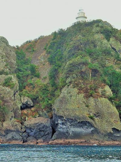 伊豆クルーズ-1 石廊崎岬めぐり 石廊崎灯台-奥石廊崎 ☆溶岩流の荒々しい断崖/釣人も