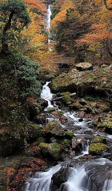 神庭の滝 龍宮岩へ
