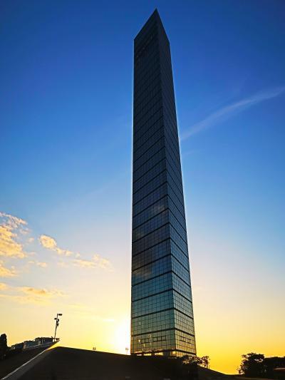 千葉ポートタワーa 高さ125mに展望台/ハーフミラー ☆夕方の光を映し・恋人の聖地も