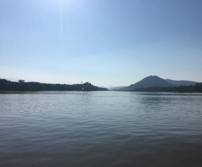 ルアンパバーン3<クアンシーの滝・プーシー・メコン川クルーズ>