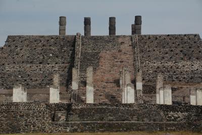 ビバ メヒコ メキシコシティからトゥーラ遺跡へ行きました。