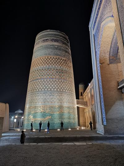 ウズベキスタン2019・・・(7)もう一つの古都ヒヴァ 夜空に浮かぶ未完のミナレット