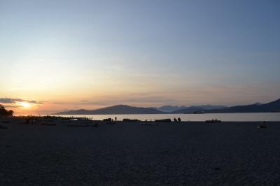 海でバーベキュー・街歩き編☆美国カナダのバンクーバーで夏の親子旅☆蜂・カモメ・国旗