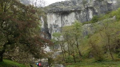 秋のイングランド カントリーサイドを歩く 13 ヨークシャーデイルズ(5)石灰石の奇岩群 マラム