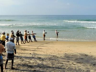 南インド、水の旅(2019)コヴァラムビーチで、ぐったり。もう許して…