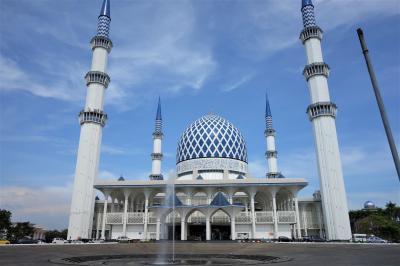 マレーシア一人旅:古都マラッカと絶望のイポー片道切符と静謐のブルーモスク