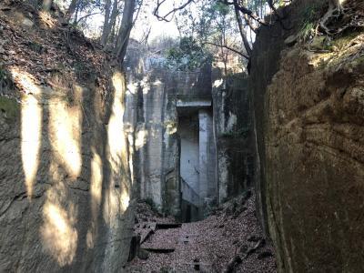ラピュタの城?いえいえ、藪塚石切場跡です