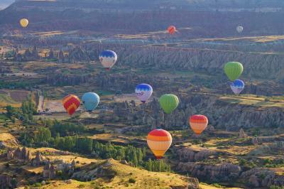 高度3000mから見る世界(カッパドキアの奇岩とバルーン)