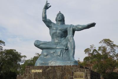 2019暮、福岡と長崎の名所巡り(23/23):12月10日(10):出島、貸切り市電で平和公園へ、平和の像、デイゴ