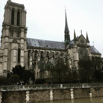 パリ(Paris) 被災前の ノートルダム大聖堂、サント・シャペル