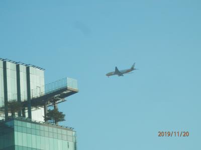 bkk9回13水曜1朝となりのビルの屋上に見えるもの