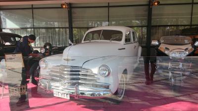 テヘラン  クラシックカー展示  Cafe Loghanteh