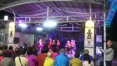 花蓮の夜市で原住民の文化に触れる
