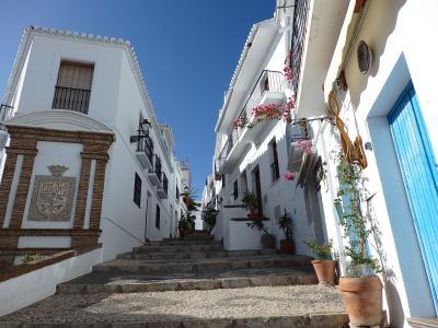 2019 レンタカーで巡る秋のスペイン【5】~白い村・フリヒリアナは猫がいっぱい♪~