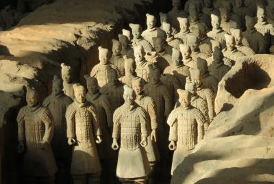 2019秋、中国旅行記25(4/36):11月18日(2):西安(3):兵馬俑1号坑、朝日に照らされた兵馬俑