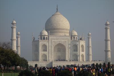 インド旅行④(アグラ:白亜の霊廟タージ・マハル、アグラ城)