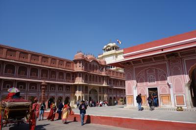 インド旅行③(ジャイプール:ジャンタルマンタル天文台、シティパレス、宮殿ホテル)