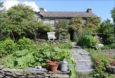 薔薇と羊に癒された英国の旅(4)《湖水地方・前編》ピーターラビットの生まれ故郷を訪ねて