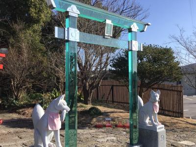 ガラスの鳥居「神徳稲荷神社」