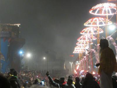 タージマハルへ行く旅 vol.3  沐浴と祈りの街ワーラーナーシー・ ガンジス河に祈りを捧げる儀式 ~ インド ~