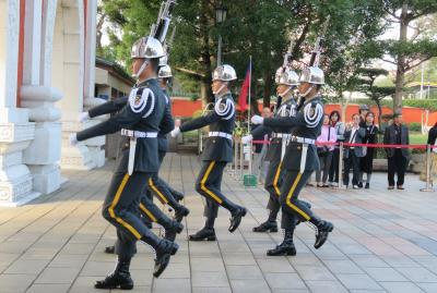 2020新春、台湾旅行記11(3/14):1月7日(2):台北、忠烈祠、衛兵交代儀式、龍山寺、山門、人工滝、本堂