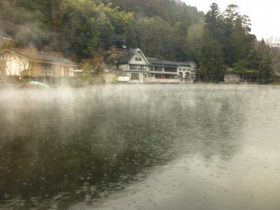 湯布院温泉・・雨に霞む金鱗湖、湯の坪街道