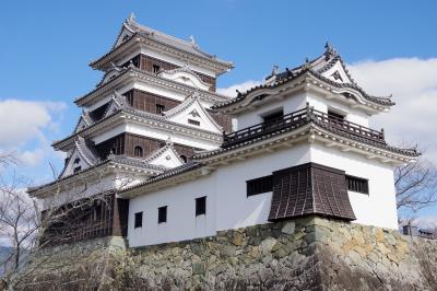 愛媛県の中心にある大洲。レトロな街並みと  再建された見事な大洲城。