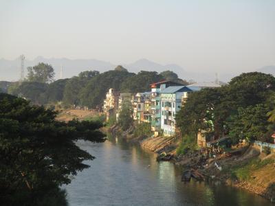 ミャンマー再々訪の旅(4)                    タイからミャンマーに国境越え。