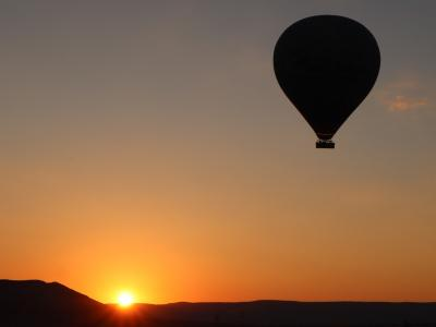 Business Class Honeymoon Vol.2-午前は気球で朝日鑑賞,午後は乗馬-