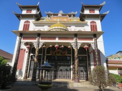 ラオス 「行った所・見た所」 ビエンチャン市街のベトナム寺院とワットシュエンヌンを参拝・散策してカフェ・フランスに