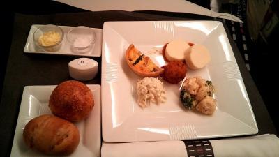 シンガポール行きの目的は、ラウンジ・ビジネスクラス・機内食。