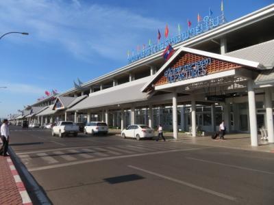 ラオス 「行った所・見た所」 ビエンチャンのラオプラザホテル・レストラン菊で食事をしてからワッタイ国際空港へ