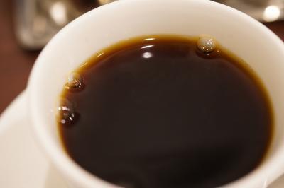 20200201-1 豊洲 岩田さん、今朝も待ち時間にコーヒーを