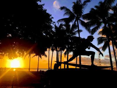 初めてのハワイ・・冬のワイキキビーチ・・サンセットはどこから見るの?