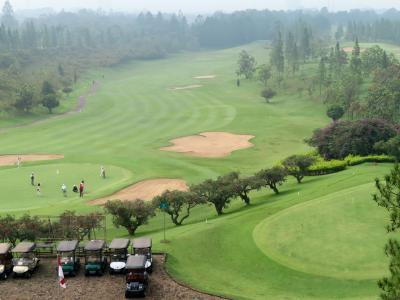 Indonesia ワヤン(影絵芝居)を求めて中部ジャワの旅(3) バンドンのゴルフ場