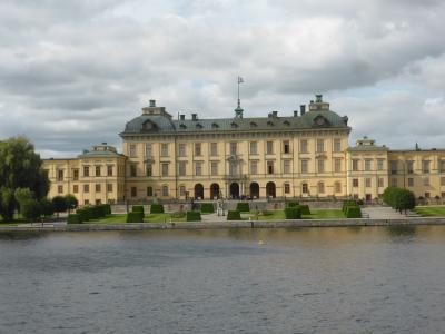 5歳娘を連れて夏休みスウェーデン・ノルウェー11日間の旅6-船に乗ってドロットニングホルム宮殿へ