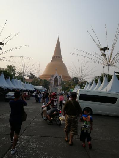 タイ最大の仏塔、プラパトム.チェディ