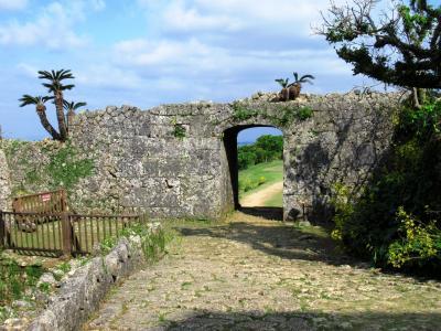 世界遺産・中城城跡と識名園をめぐる旅
