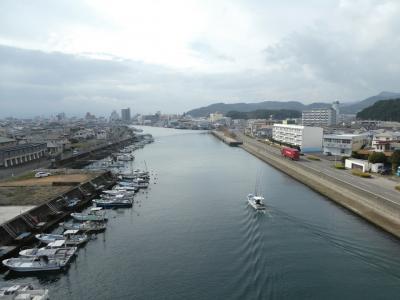 鳴門市内を無料レンタサイクルで。そして徳島市のホテルへ。あ、列車止まってる?