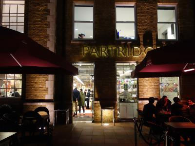 London(1.10) Partridges でお買物。この高級スーパーは前回逃したので,来たかったところです。。